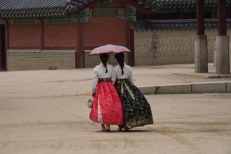 femmes tenues traditionnelles sud-coréennes