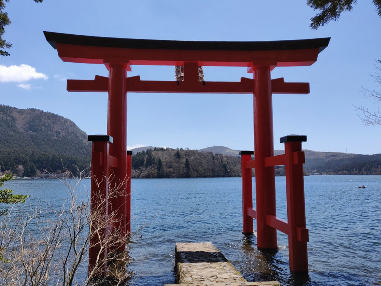 Hakone-jinja torii dans l'eau